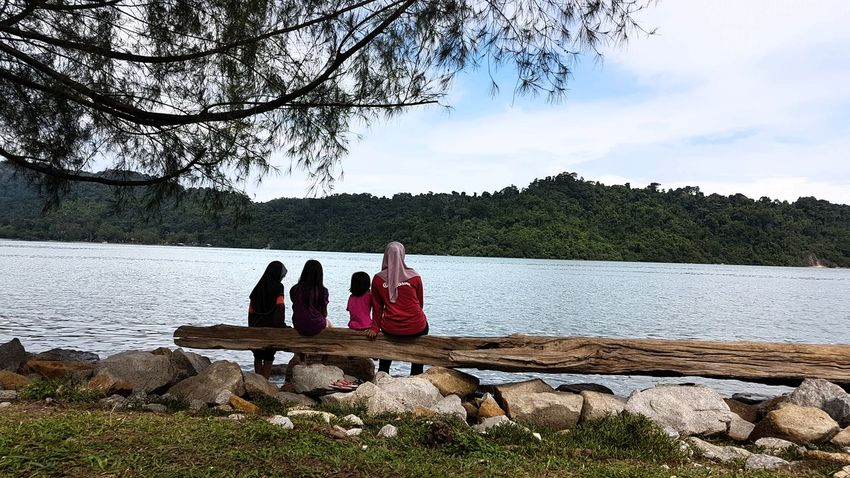 Looking at the island right infront of us. Island Cape  SiblingsLove❤ Water Tree Togetherness Sitting Full Length Young Women Bonding Shore