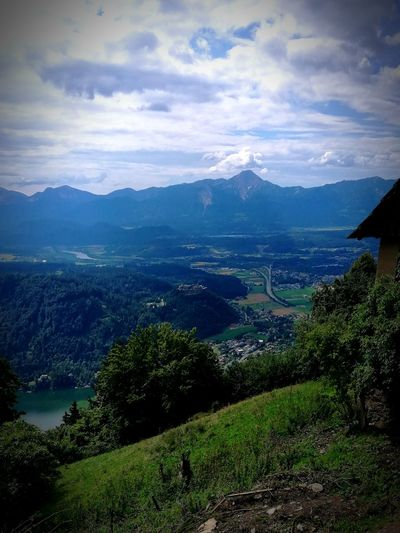 Blick nach Villach, Italien, Slowenien vom Hütter, Gerlitze, Carinthia, Austria. Mittagskogel Ossiacher See Carinthia Austria ❤ View Into Land View From Above Sky And Clouds Mountain Beauty Water Lush - Description Lake Cultivated Land