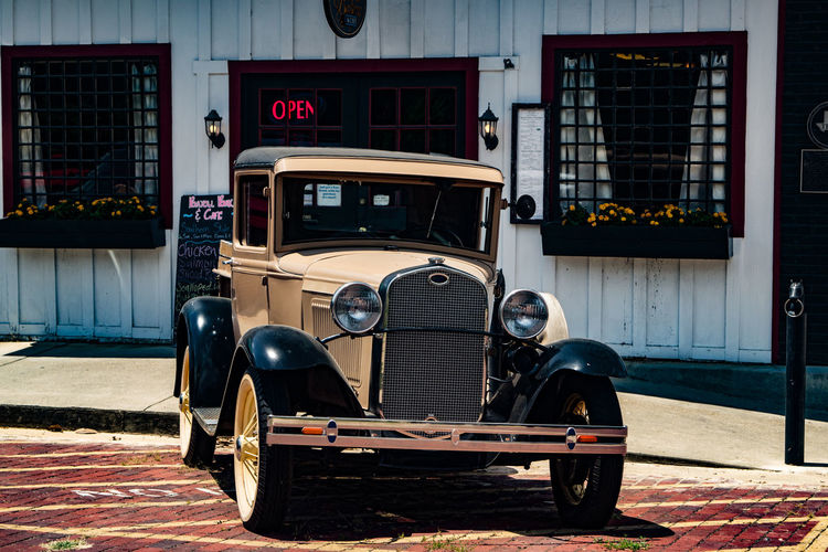 Jefferson, TX Americana Antique Car Ford Truck MeinAutomoment Model T Parked Roadside America Small Town