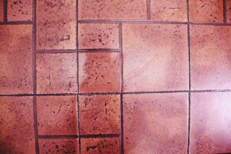 плитка на полу. пол плитка квадраты много ВИД СВЕРХУ Pattern Backgrounds Textured  No People Geometric Shape Brown