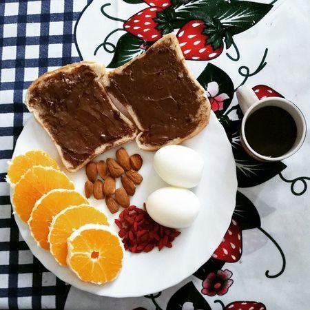 Morning Breakfast Paneenutella Uova Eggs Mandorle BacchediGoji Arancia Orange Coffe Food Pornfood Nutrition Like Love