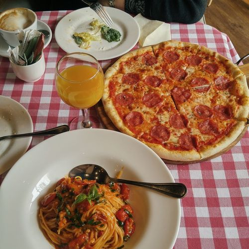 Freshness Plate Ready-to-eat Healthy Eating High Angle View Indoors  Table No People Food Food And Drink Tablecloth Temptation Pizza Day Pasta Bolognese Italian Food Cafe