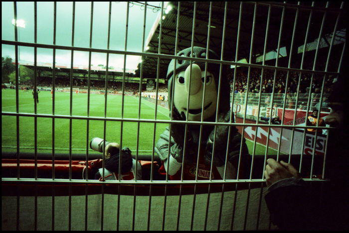 FC Union - traditional football 35 Mm Analogue Photography Atmosphere Berlin Bundesliga Football Home Lomography Mascot Stadium Alte Försterei Fans Fc Union Fever Pitch Köpenick Paparazzi Ritter Keule Traditional Football