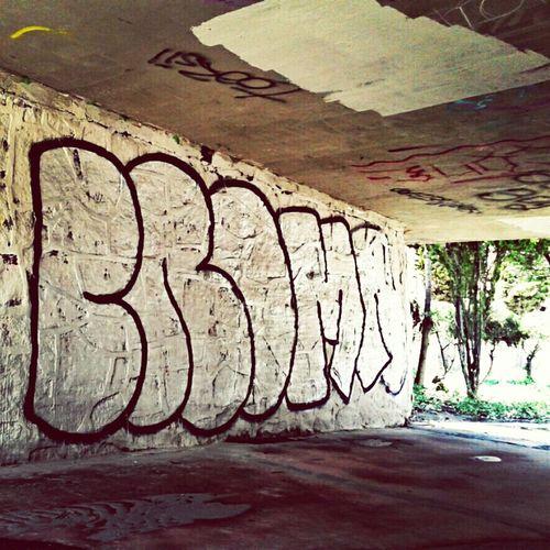 Graffiti welovebombing