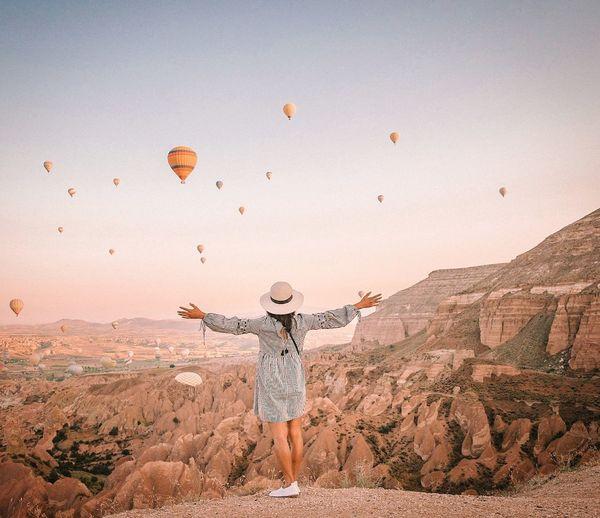 Cappadocia Cappadocia/Turkey Cappadocia Hot Air Ballons Cappadocia/Turkey Kapadokya EyeEm Selects Hot Air Balloon Desert Zebra Mid-air Standing Giraffe Sky Sand Dune Countryside Rocky Mountains Arid Landscape Atmospheric FootPrint Hiker Rock Hoodoo Rock Formation