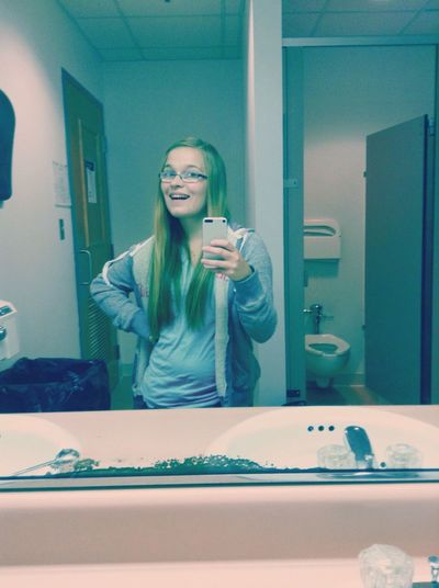 Day 7 : no makeup Bathroom Pic No Make-up Selfie ✌ Silly