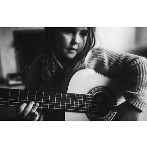 Daughter getting quite nifty with the guitar.. She even plays it upside down ;-D Jj_musicislife Jj_sombre Bw_photooftheday Princely_bw