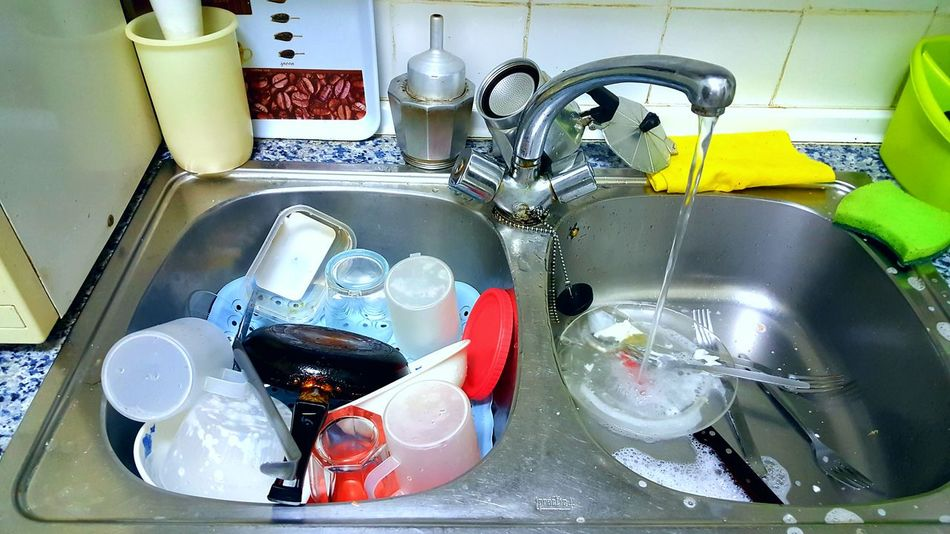 Pending tasks Kitchen Sink Washing Dishes Domestic Kitchen Domestic Room Faucet Water Plate Sink