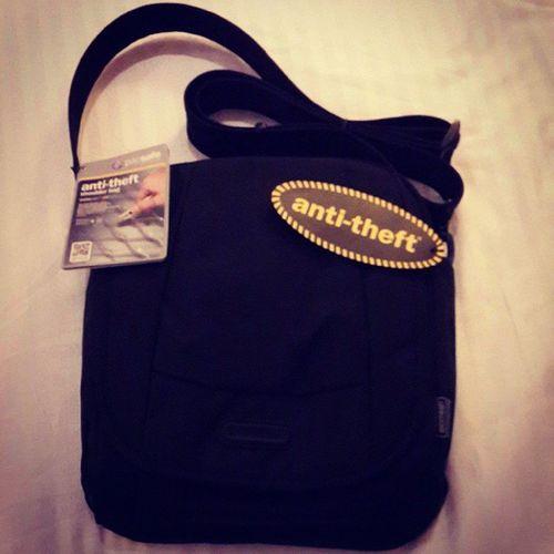 Finally i got this brand...thx for recommendation ka P'O ^^ Pacsafe Anti -theft Shoulder bag