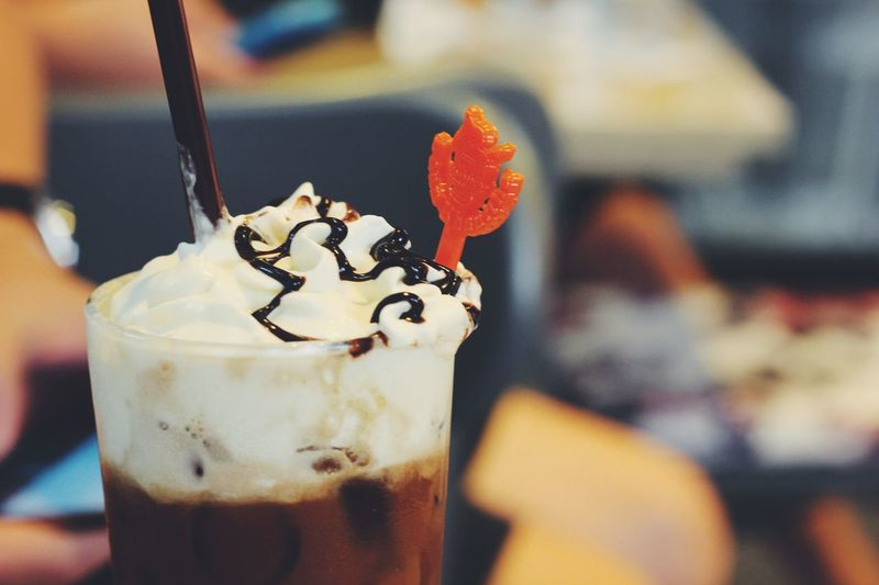 I wonder who discovered coffee. Because its DELICIOUSS, TASTY & DIVINE! Gotta thank that whoever :) Cafe Coffee Mochafrappe Drink