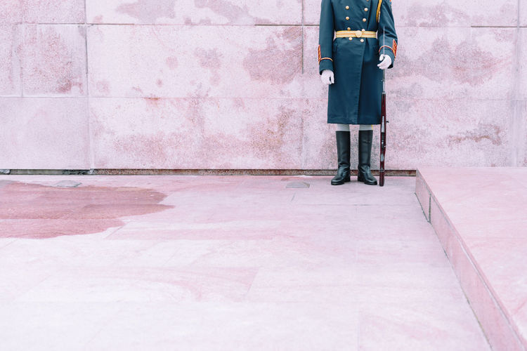 Soldier Military Military Uniform Uniform Minimal Minimalism Pink Pink Color One Person Standing Full Length People Adult Outdoors Adults Only One Man Only Architecture Day Only Men Men The Graphic City Colour Your Horizn The Modern Professional Streetwise Photography The Art Of Street Photography
