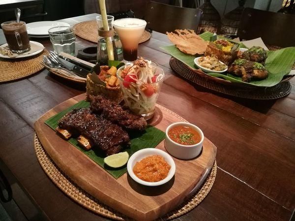 Iga Sampi Bakar Balifood Balinese Food Beef Ribs Day Food Food And Drink Freshness Indonesiafood Indoors  Meat Plate Ready-to-eat Tray