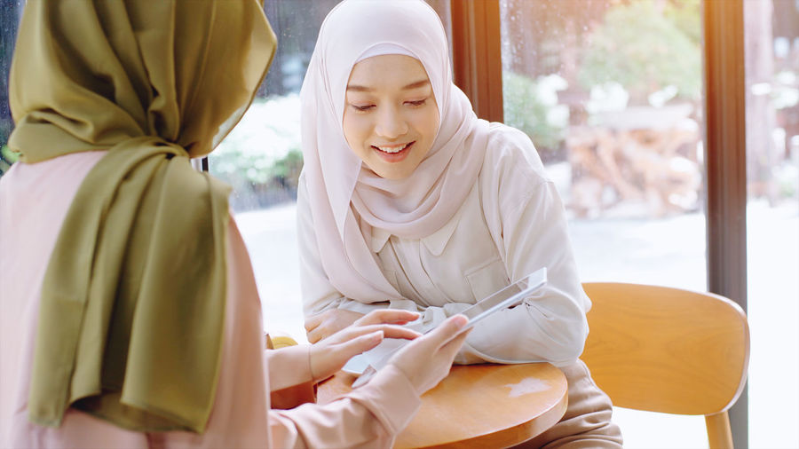 Women discussing at cafe