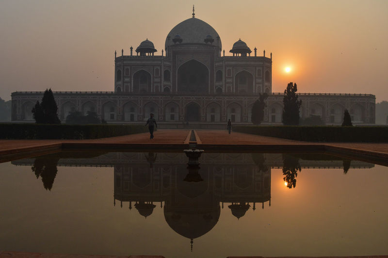 Reflection of humayun tomb in lake during sunset
