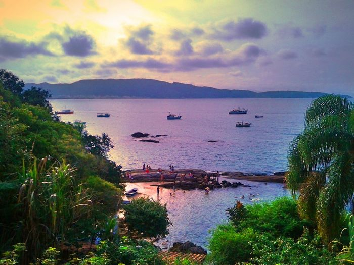 """Além do horizonte existe um lugar, bonito e tranquilo pra gente se amar ((8"""" ¥"""
