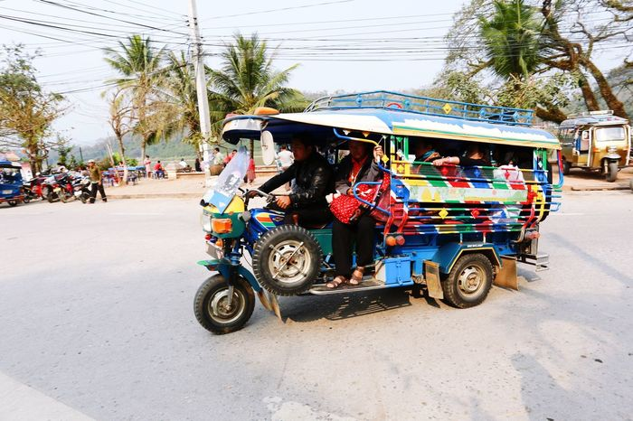 Transportation Mode Of Transport Land Vehicle Jinrikisha Rickshaw Outdoors Medium Group Of People City Day Real People Adult People Local Transportation 3 Wheels