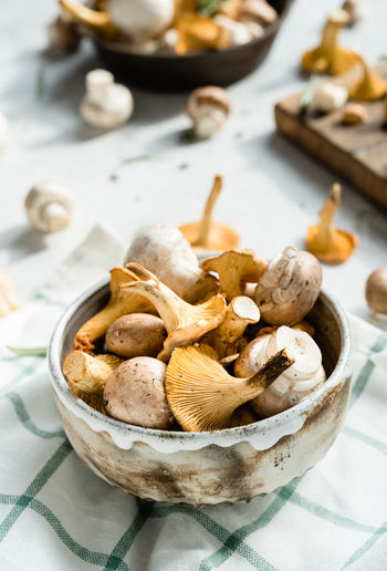 mushrooms | daylight foodphotography martin willmann Mushrooms Bowl Champignons Chanterelles Close-up Daylight Photography Focus On Foreground Food Food Photography Foodphotography Freshness Healthy Eating Indoors  Large Group Of Objects Light And Shadow Nikonphotography No People Ready-to-eat Still Life