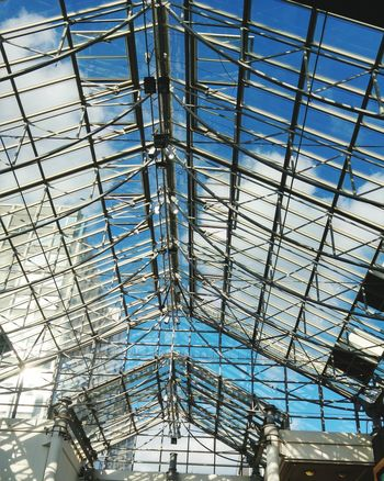 Architectural Feature Complex Structure Intricatedesign Glass Roof Roof Structure Sunroof London's Buildings Architectural Details Architectural Photography Sunny Day Blue Sky Light Clouds