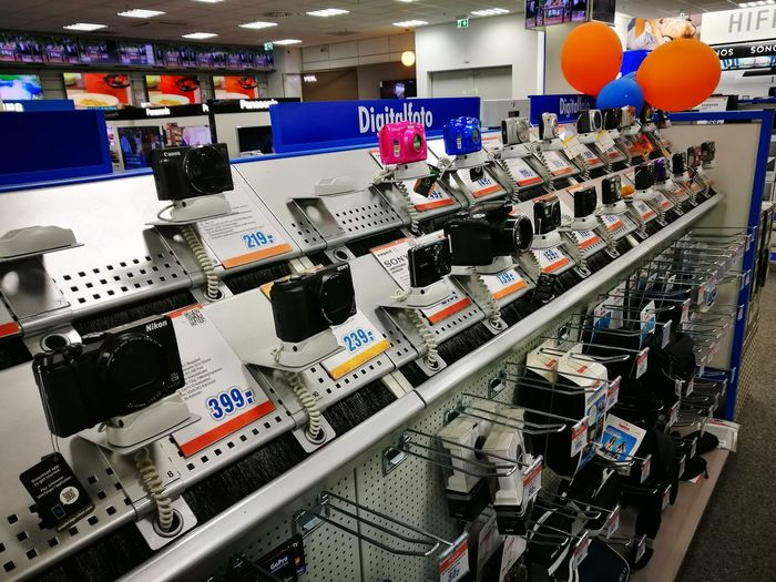 A place to give your money away 😳Indoors  Store Retail  Consumerism Technology No People Fotoequis Fotography Dreamworld Camera - Photographic Equipment Fotoequipment Digital Camera Digital World The Street Photographer - 2017 EyeEm Awards I Want It