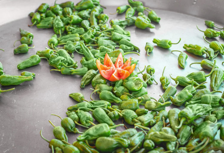 Spanish Pepper Tapas. Pimientos de Padron in large pot at a street food market. Cuisine Green Meal Mediterranean  Mediterranean Food SPAIN Snack Spanish Spanish Food Tapas Vegetarian Vegetarian Food Food Fresh Fried Healthy Healthyfood Padron Peppers Pepper Peppers Street Food Traditional Vegetables