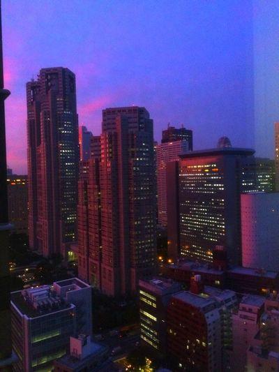 ひゃく。休憩に立ったら、外がこんなんなってたよ。 Sky Sunset 新宿パークタワー Shinjyuku Sky Cityscapes