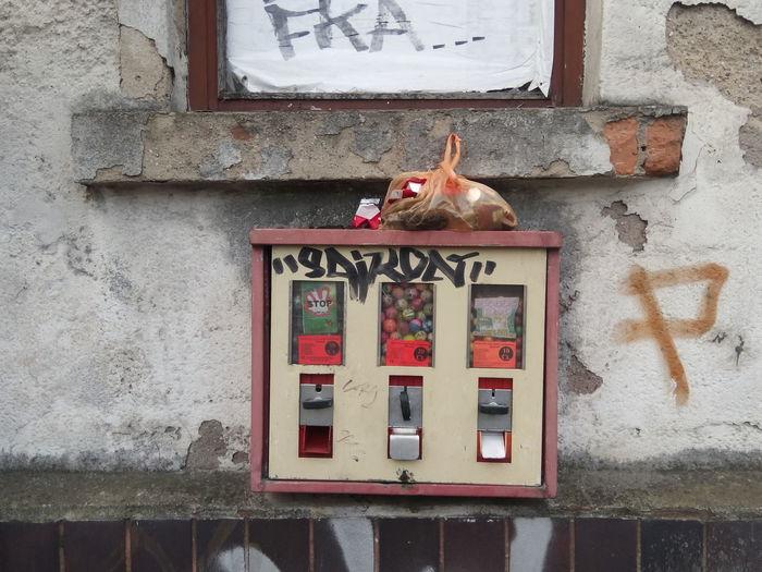 Kaugummiautomaten Kaugummiautomat Chewing Gum Bubblegum Chewing Gum Vending Machine Bubblegummachine Leipzig Kaugummi Red Rot Candy Gumball Machines Gumball Machine Wand Wall