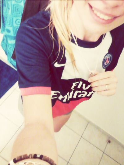 Paris Saint Germain Blonde Girl Just Smile  Collier
