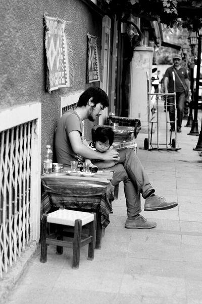 Daddy love Canon 50mm F1.8 ıı Street Istanbul Turkey Daddylove Open Edit Street Life Littlegirl Blackandwhite Eyeemphotography Popular Photos