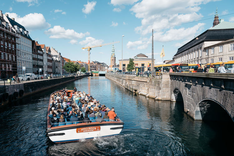 Tourboat with tourists in Copenhagen historical city centre Boat Bridge Canal Capital Capital Cities  City Cityscape Destination Palace Scandinavia Scandinavian Sightseeing Tourboat Tourism Tourist Tourist Attraction  Tranquility Visiting