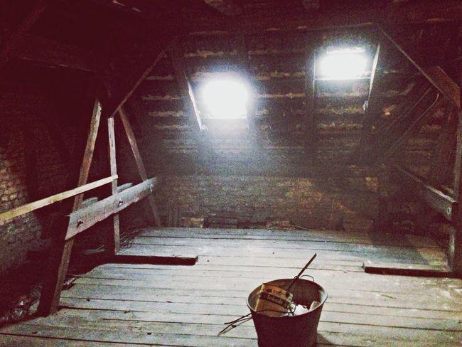 Rooftop Dusty Stillstanding