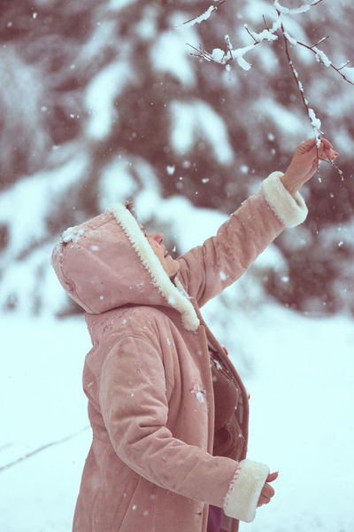Having fun winter photoshoot with my mom :) <3 Fun Happiness Mother Snoflakes Weather Winter Landscape Close-up Cold Temperature Day Mature Women Nature Outdoors Season  Snow Snowing Winter Women