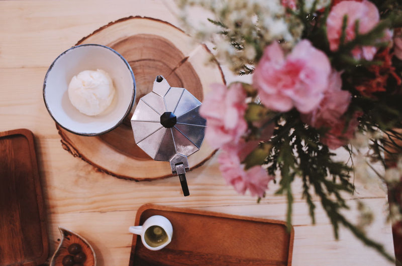 Plant Flowering Plant Table Flower Drink Indoors  Freshness Food And Drink Wood - Material Coffee - Drink Coffee Still Life Refreshment No People Close-up Cup Coffee Cup High Angle View Directly Above Mug Flower Head Latte