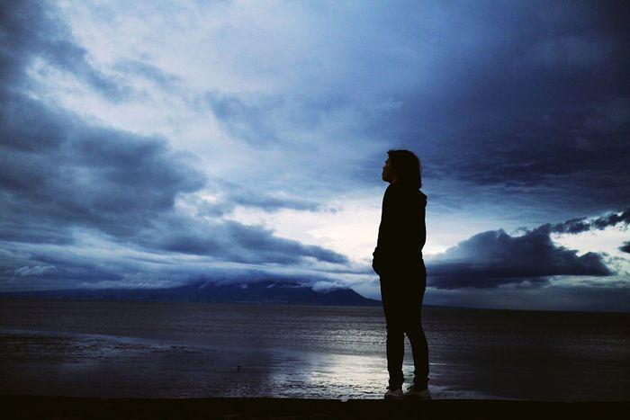 曇りの日、キライじゃないな Sky And Clouds Croudy Silhouette Portrait Girl