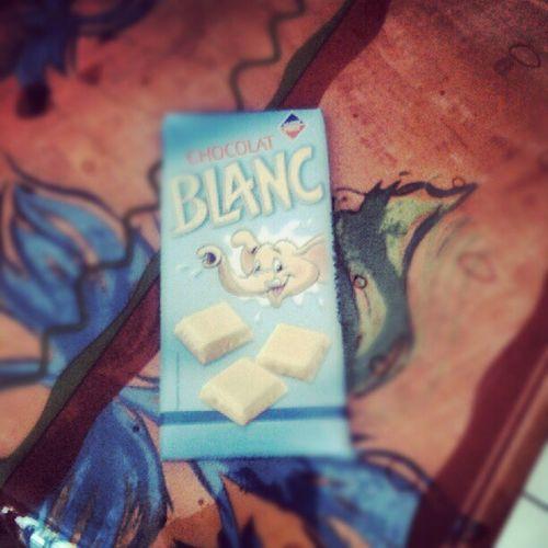 Déguster une bonne tablette de chocolat blanc Gourmandise PR éférée
