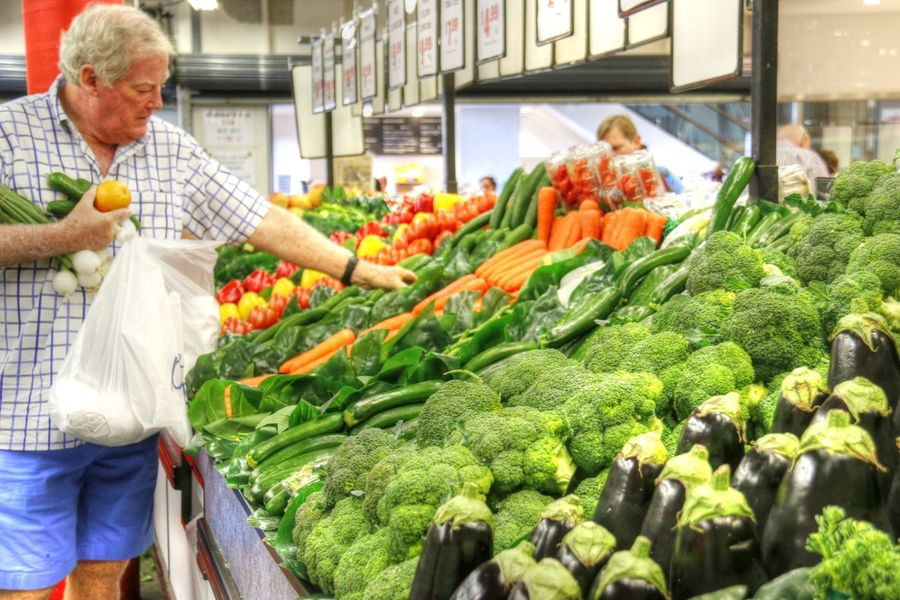 Day Farm Produce Food Food And Drink Fresh Fresh Food Fresh Produce Fresh Vegetable Fresh Vegetables Freshness Green Vegetables Healthy Eating Market Market Market Place Market Stall Men People Price Tag Retail  Vegetable Vegetables Cauliflower