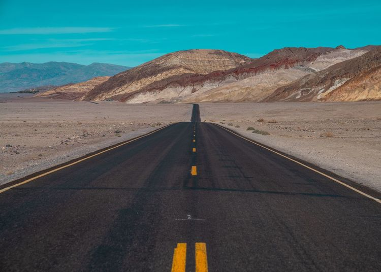 In the middle Death Valley California USA Road Road Marking Symbol Marking Direction The Way Forward Mountain Scenics - Nature Diminishing Perspective vanishing point Asphalt Desert
