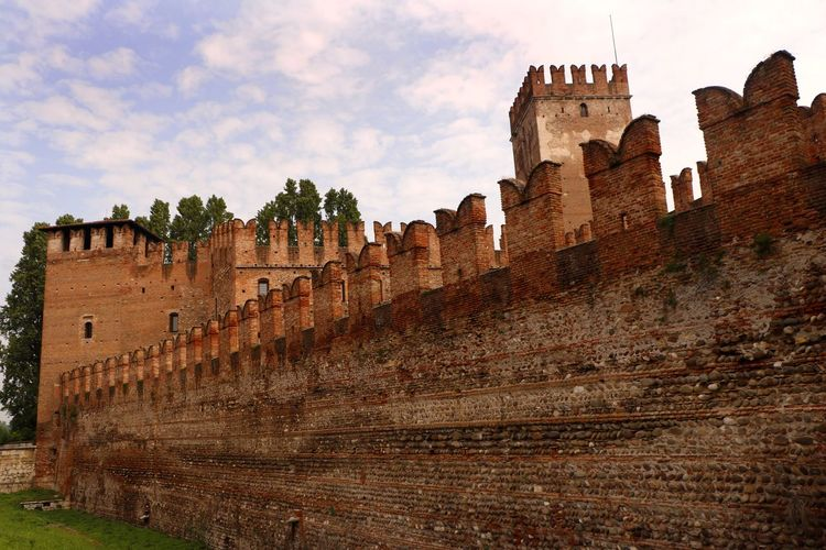 The battlements of Castel Vecchio (Old Castle) in Verona, Italy constructed 1354-1376. Architecture Built Structure The Past History Sky Nature Building Exterior Travel Destinations Travel No People Wall Building Tourism Day Old Fort Castle Walls Castle European Architecture Travel Travel Photography Travel Destination Tourist Destination Defense Architecture Historical Building