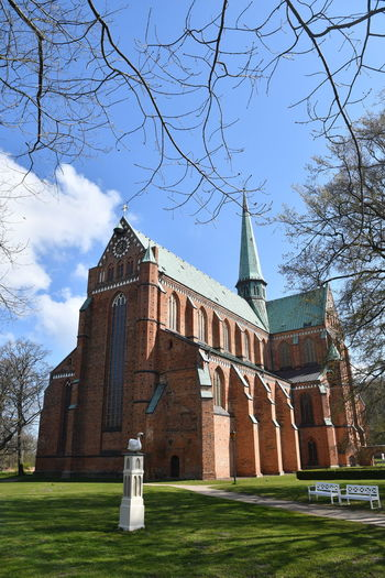 Zu Besuch in Bad Doberan Bad Doberan Münster Kirche Church Church Architecture Mecklenburg-Vorpommern Tree Architecture Built Structure Religion Belief Sky Building Exterior Spirituality Place Of Worship Nature Plant Building Grass Bare Tree Day Low Angle View No People Outdoors Spire