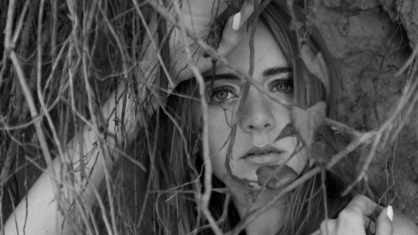 Beautiful Woman Blackandwhite Close-up Eyes Front View Headshot Human Face Lifestyles Looking At Camera One Person Outdoors Portrait Real People Young Women Nikon Nikon D5200 Welcome To Black