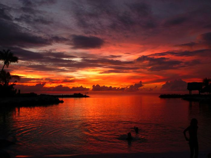 Beautiful colours.. 1 of 2 Hello WorldSunset Nature Clouds Taking Photos Check This Out Summer Views Enjoying The View Sky Enjoying Life Curacao Sunset