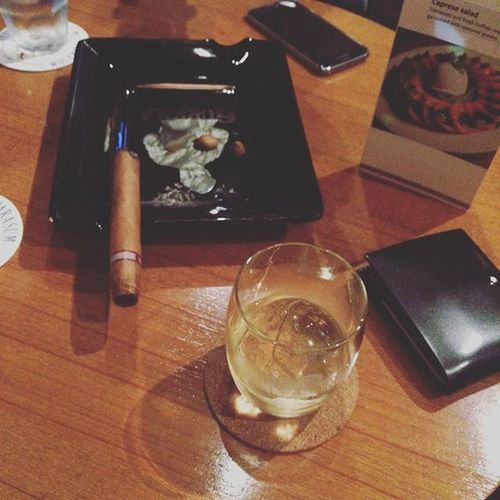 Burn in hal with @king_arpy zzz Cigar MonteCristo  No2 Glenmoringie 이태원