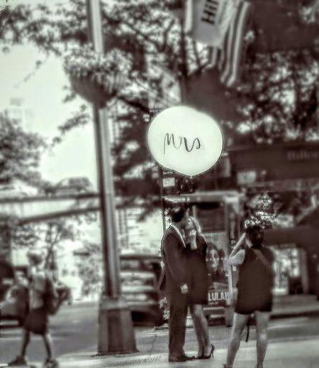 Love in NYC! Love Love Is In The Air Lovephotography  Kiss Kissing Couple Kisses Kissing Couples Shoot Couple In Love Couplesphotography