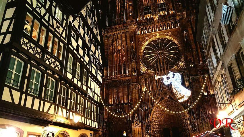 Capital de Noël Vanessarodriguez Golden Francia France Paris Beautiful Strasbourg Estrasburgo Noël Navidad Chirstmas Window Place Of Worship Built Structure