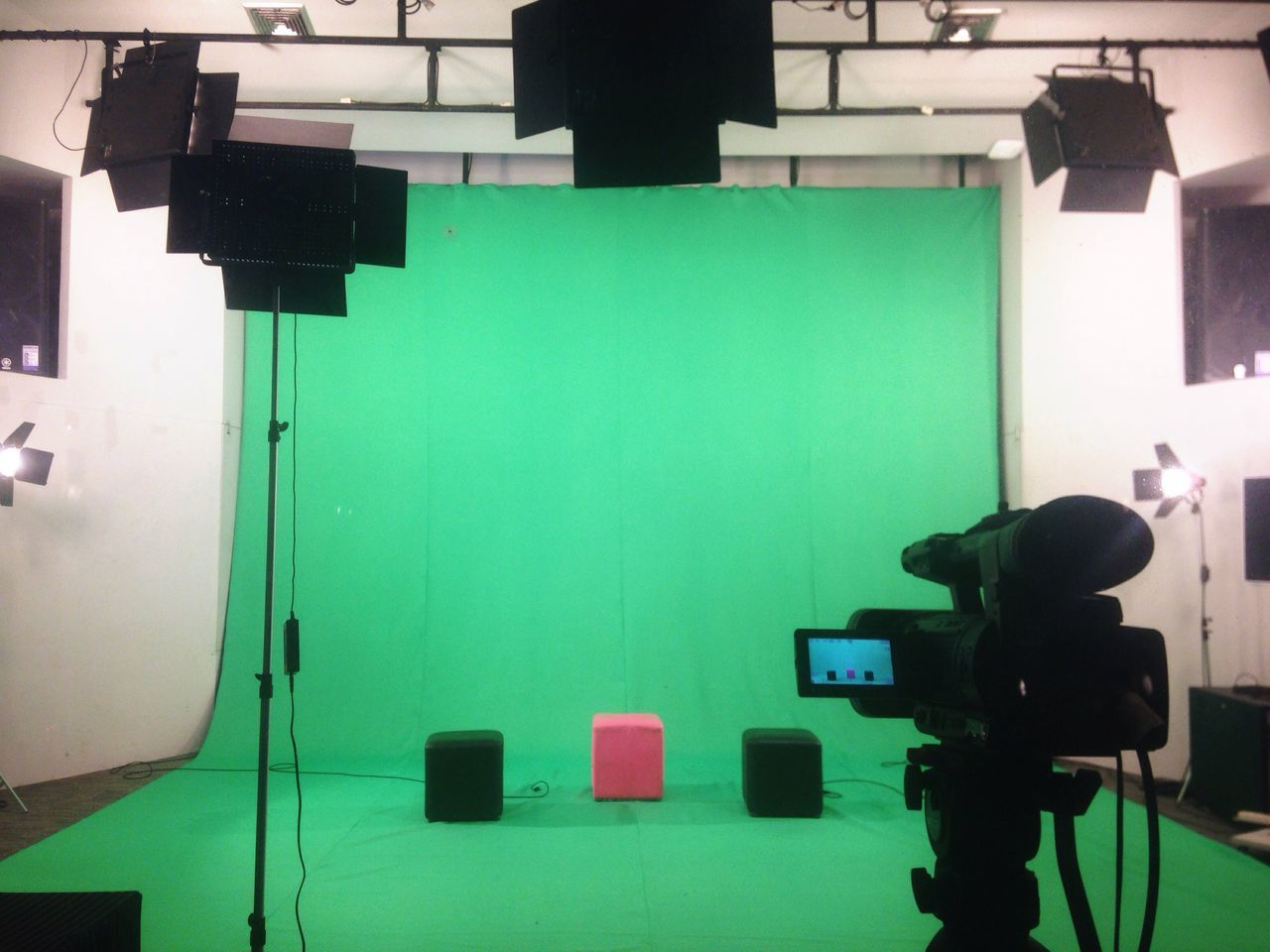 studio, technology, indoors, arts culture and entertainment, photography themes, film industry, no people, behind the scenes, camera - photographic equipment, television studio, television camera, day