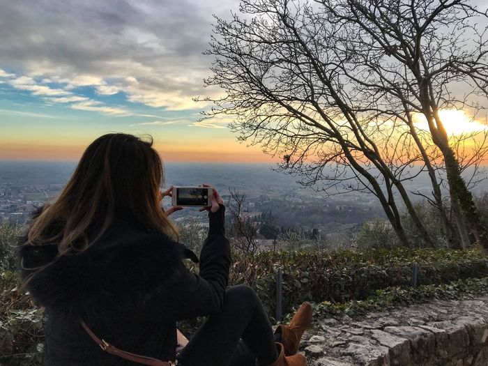 Sunset Photography Shotoniphone7 ShotOnIphone Asolo, Italy Asolo Taking Photos Of People Taking Photos Photography Themes Photographing Real People Technology Leisure Activity Camera - Photographic Equipment Digital Camera Sunset One Person Nature Beauty In Nature Mobile Phone Photographer Sky