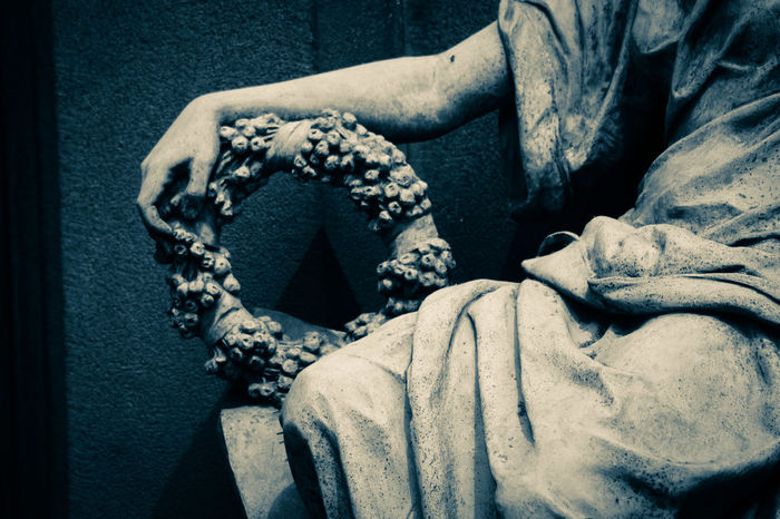 Eternal despair Elegance And Class Hold Tight Right Arm Knee Circular Despair Cemetary Beauty Statue Figure Wreath Detail Close-up Zoom Centered Perspective Remembering Graveyard Beauty Gravestone Death Dead Stone Eternity Perishability Marketing Grief Sorrow Decorative Decorative Art Close-up Sculpted Sculpture