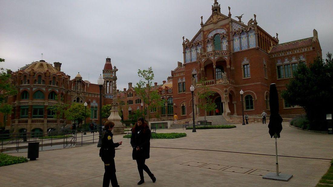Hospital de la Santa Creu i Sant Pau #barcelona #CATALUNYA #Garden #History #hospital Architecture Built Structure