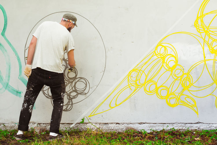 Abstract Art Adult Art, Drawing, Creativity Casual Clothing Enjoy The New Normal Embrace Urban Life Fantasy Graffiti Graffiti Art Guy Hands At Work Horizontal Man Modern Art Mural Mural Art One Person Outside Pattern People Sity Life Street Photography Streetart Wall Art Youth Of Today