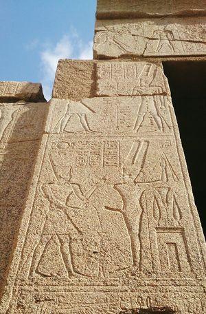 Знаменитый однорукий одноног. В Луксоре. египет арт  Egypt Art