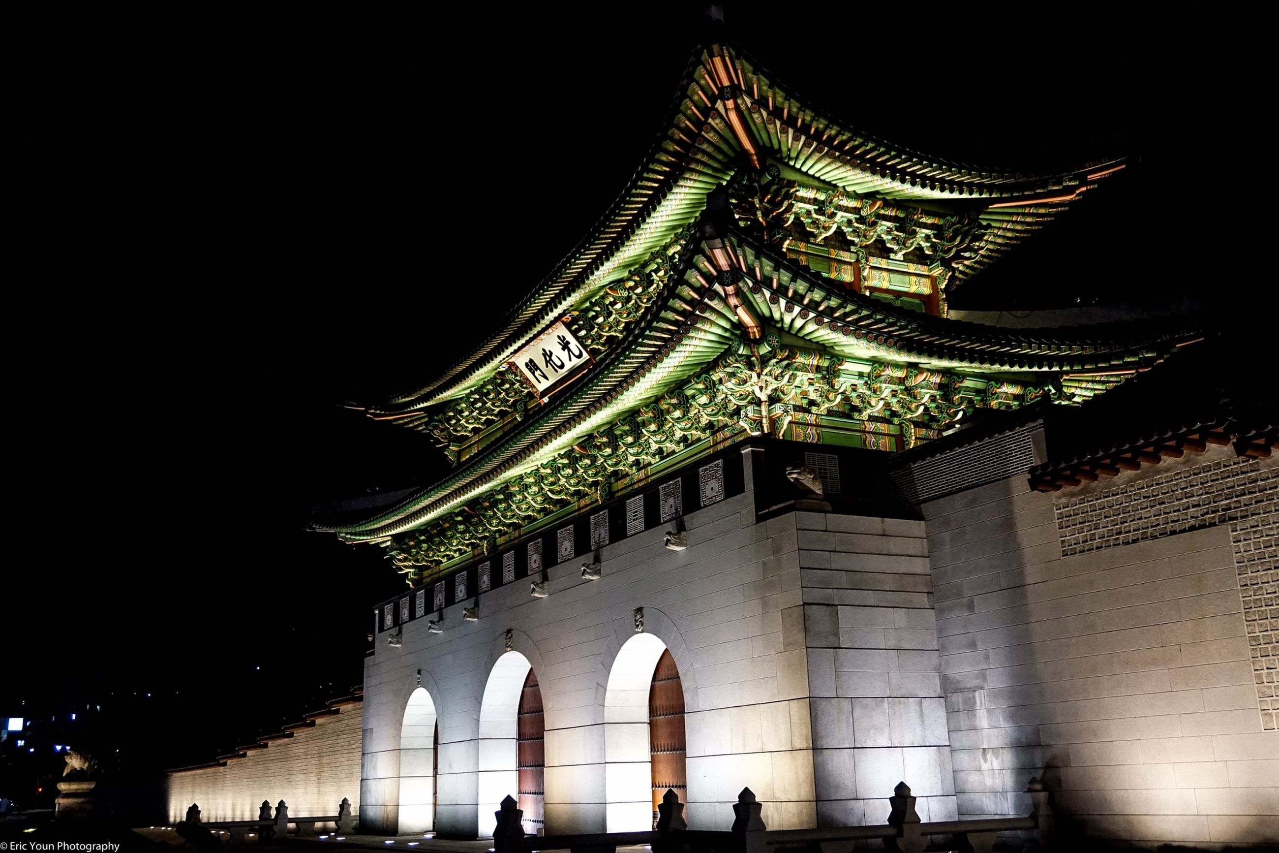architecture, built structure, building exterior, night, large group of people, men, illuminated, famous place, travel destinations, low angle view, person, tourism, facade, city, travel, lifestyles, history, arch, tourist